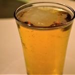 BLAKES - 泡なし、並々注がれたビールがGOO