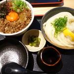 うどん居酒屋 江戸堀 - 和牛粗挽き丼セット