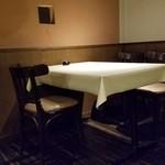石川 - しっとりと雰囲気のあるテーブル席