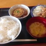 お食事処 大元 - 料理写真:味噌汁こ具はえのきとカボチャにサツマイモ