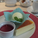 ビストロ ボン・グー・コクブ - チーズケーキは甘さ控えめ