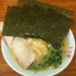 76692811 - ラーメン650円。麺硬め。海苔増し100円。