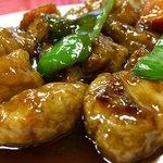 珉珉 - 酢豚はたっぷりの豚肉、少しのピーマン、にんじん、ネギ、椎茸、たけのこ、キュウリと酢豚の豚肉をたっぷり味わえるます〜(*^▽^*)❤️❤️❤️