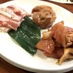赤から - 鶏セセリ・豚カルビ・鶏もも味噌(食べ放題の先付)