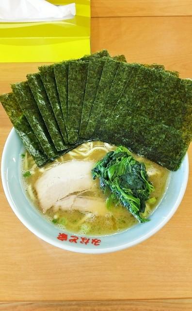 みなと家 半田店 - ラーメン720円。麺硬め。海苔増し100円。