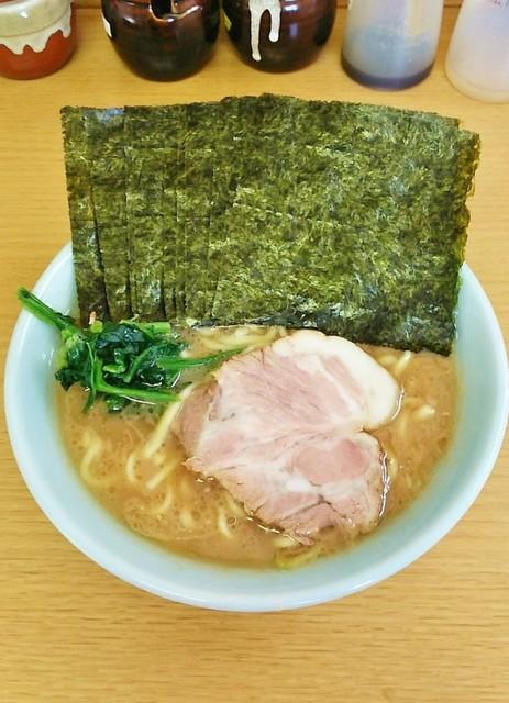 栄家 - ラーメン680円麺硬め。海苔増し100円。