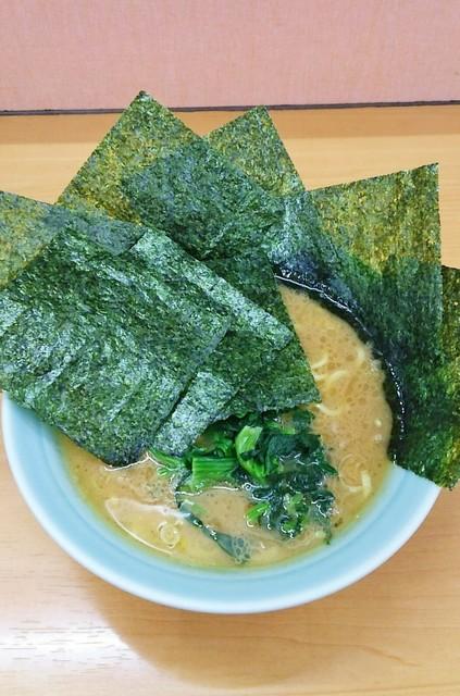 二代目 梅家 - ラーメン700円麺硬め。海苔増し80円。