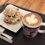 カイサルカフェ - ホットワッフルとカフェラテセット1160円