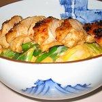 鳥どころ 大原家 - 有精卵の玉子と九条ねぎを使用した焼き鳥丼です。