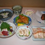 鳥どころ 大原家 - お昼のおきまり料理コースの七品です。
