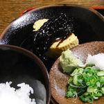 信濃庵  - 旧店の定食に付く出汁巻きとご飯