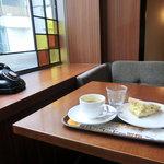 上島珈琲店  - たまご&チーズコールスローサンドセット490円