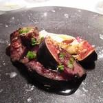 レストラン カズ - この日の肉料理は蝦夷ジカの料理、こちらにはアクセントにイチジクが使ってありました。