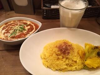 レインボウスパイス - 北インド風チキンバターマサラカリー、 自家製ラッシー