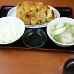 76705174 - 焼き餃子10個とトン汁セット850円