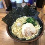 壱角家 - 白いスープ、醤油はいずこ?
