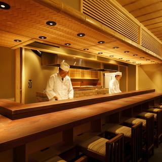臨場感溢れる…オープンキッチンのカウンター席。