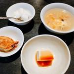 座・麻婆唐府 - ランチセットの小鉢(餃子、豆腐、玉子スープ、杏仁豆腐)