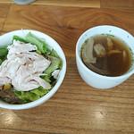 筋肉食堂 - セットのサラダとスープ