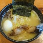 白樺山荘 - 濃厚鶏塩らーめん(無料茹で玉子入)