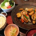 大戸屋 - 料理写真:真だらと野菜の黒酢あん定食 881円