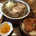 といや - 温かい肉そば+ミニかつ丼1050円