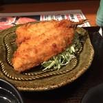 漁師酒場・海亭 - 大きな鰺フライ