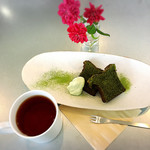 ワバラ カフェ - 料理写真:抹茶のパウンドケーキと朝宮和紅茶