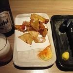甘太郎 - 瓶ビールとえいひれと長茄子の一本漬け。
