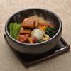 【六本木・琴しょう楼限定】石焼き仕立て ピリ辛 角煮のおうどん