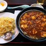 香港料理 栄昇閣 - 麻婆麺と半炒飯