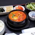 韓のかおり家 - ホルモン純豆腐チゲ