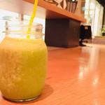 マルノウチ カフェ × ワイアードカフェ - ベジ 730円(豆乳+バナナ+本日の野菜)