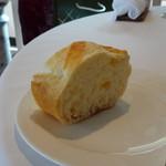 レストラン・モリエール - ◆パン・・これ美味しい。追加可能。