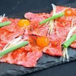 肉と日本酒 ゴッツジェイズ - 霜降り和牛炙りすき焼き