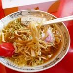 赤湯ラーメン 龍上海 - 麺アップ