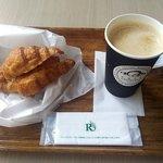 クロワッサン WBG店 - モーニングセット(ベーコン&エッグサラダとカフェオレ)