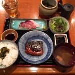 地料理屋 あうん 赤坂 - 天然ブリの刺身ととろサバの味噌煮の定食 @880円