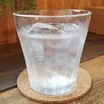 あけぼの分校 給食室 - ミント&レモン入りのお水です。