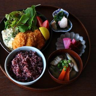 【NEW】カキフライと季節のおばんざい定食