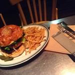 ブルックリンパーラー - 肉感的なバーガーでしたが、やたら細かいポテトが残念でした!