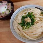 自家製さぬきうどんと肉 甚三 - 冷かけうどん(380円)+ぶためし(220円)