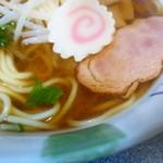 丸三食堂 - チャーシュー、麺とスープ