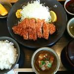 椿庵 - 料理写真:ランチのロースカツ定食と大根おろしだれ。