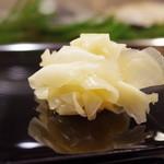 金寿司 - ガリ