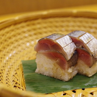 赤坂 詠月 - 料理写真: お凌ぎ:鯖寿司