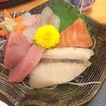 魚七商店 結 - 刺身です。