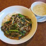 中国遊膳 匠 - 日替わりランチ[牛肉のあんかけご飯、スープ](2017/11/16撮影)