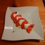 ドーノ - トマトとモッツアレラ