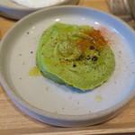 76750891 - ブランチ:目玉焼き アボカドフムス スパイスチキングリル クラムチャウダー ご飯 グリーンサラダ グリーンジュース(ケールとほうれん草、グレープフルーツ)2